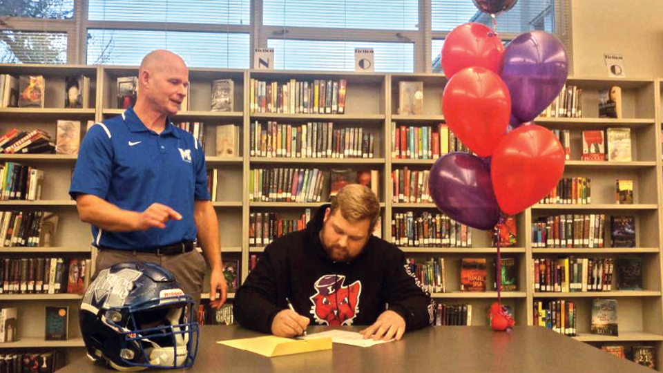 Farr signs with Linfield