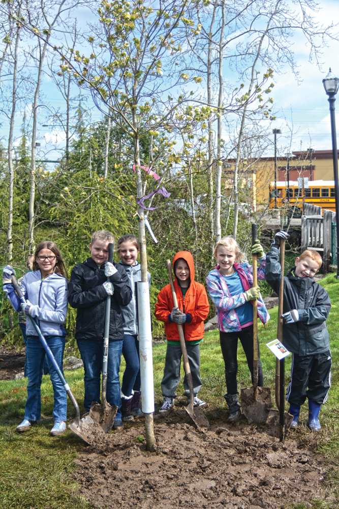 Forest Ridge students plant trees