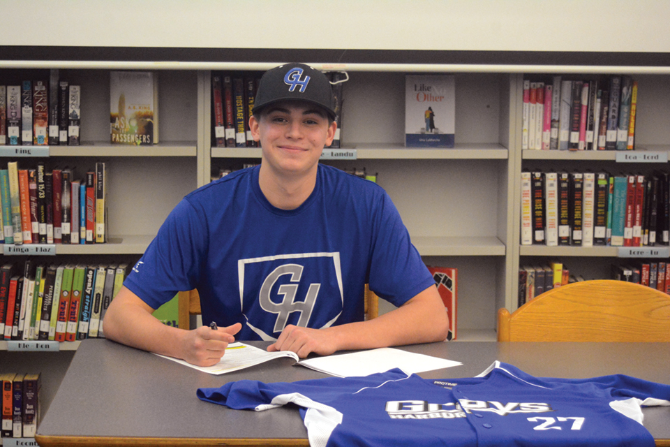 Wentworth signs with Grays Harbor