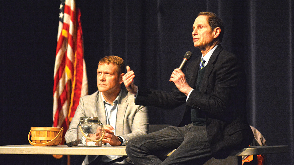 Amid school safety furor,  Wyden visits McNary HS